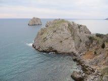 Felsen im Schwarzen Meer Stockbilder