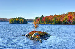 Felsen-Insel-Bucht-Herbstlaub, New York Lizenzfreies Stockbild