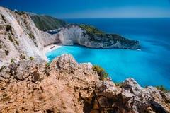 Felsen-Klippen vor Navagio-Strand Zakynthos Ruinieren Sie Bucht mit Türkiswasser und weißem Sandstrand Berühmtes Wunder stockfoto