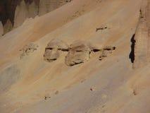 Felsen an Ladakh-Bergen, Gesichter, Indien lizenzfreie stockfotos
