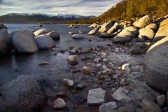 Felsen in Lake Tahoe Lizenzfreie Stockfotografie