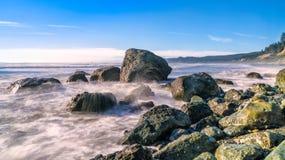 Felsen Outcroping bei Ruby Beach Sunset entlang Pazifischem Ozean lizenzfreies stockfoto