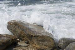 Felsen Pedras Submersas_Submerged Stockfotografie