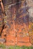 Felsen-Platte mit nordamerikanischen Petroglyphen Lizenzfreies Stockfoto