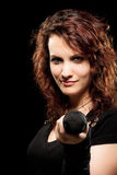Felsen-Sänger, der Micropohone gibt Lizenzfreie Stockbilder