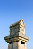 Felsen-schneiden Sie Gräber der alten Stadt von der Türkei Patar Lizenzfreie Stockfotos