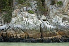 Felsen stellen eine Wand des Steins in den schönen Farben her Lizenzfreie Stockfotografie