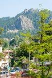 Felsen um die Stadt von Smolyan in den Rhodope-Bergen Lizenzfreie Stockfotografie