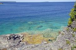 Felsen und freies Wasser Lizenzfreie Stockbilder