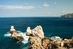 Felsen und Küste Stockbild