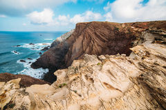 Felsen und Klippen entlang der Küste von Lagos, Algarve, Portugal Lizenzfreies Stockbild