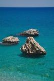 Felsen und Meer. lizenzfreie stockbilder