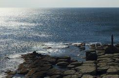 Felsen und Meer Stockbilder