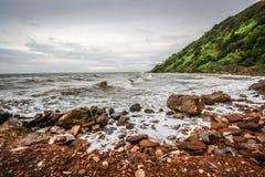 Felsen und Meer Lizenzfreie Stockbilder