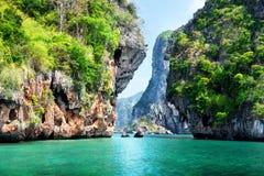 Felsen und Meer in Krabi Thsiland Stockbilder