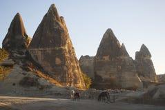 Felsen und Pferd in Cappadocia Stockfotografie