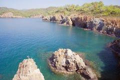 Felsen und Seegolf Fethie, die Türkei Stockbild