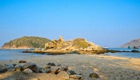Felsen und Strand Lizenzfreie Stockfotografie