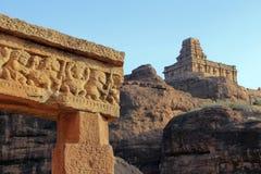 Felsen und Tempel bei Badami Lizenzfreies Stockfoto