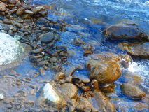 Felsen und Wasser Lizenzfreie Stockfotografie
