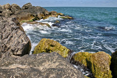 Felsen und Wellen 2 Stockfoto