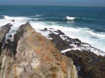 Felsen und Wellen Stockfoto