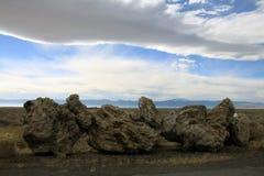 Felsen und Wolke Lizenzfreie Stockfotos