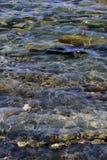 Felsen unter dem Meer im Meer stockbilder