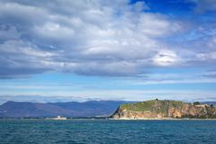 Felsen von Acronafplia und von Bourtzi bei Nafplion, Griechenland Stockfoto