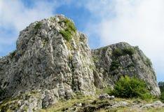 Felsen am Weg von Göttern in Amalfi fahren die Küste entlang stockfotografie