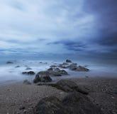 Felsen zwischen dem Meer Lizenzfreies Stockbild