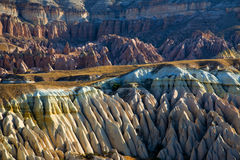 Felsenanordnungen in Cappadocia Stockfotos