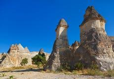 Felsenanordnungen in Cappadocia die Türkei lizenzfreie stockfotografie