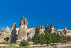 Felsenanordnungen in Cappadocia die Türkei stockbild