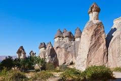 Felsenanordnungen in Cappadocia die Türkei stockfotografie