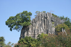 Felsenberg in Thailand lizenzfreies stockbild