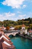 Felsenburg kasztel i Untertorbrucke most nad Aare rzeką, Ber obraz stock