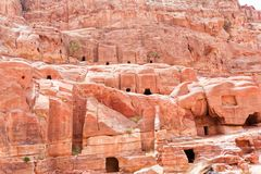 Felsengräber und Durchgänge von Petra Aqba Jordan lizenzfreies stockfoto