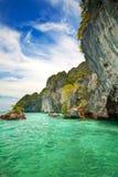 Felseninseln weg von Krabi, Thailand Stockfotografie
