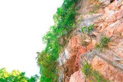 Felsenklippenberg in der Natur, die vom großen Höhlenstein auf weißem Hintergrund mit Kopienraum schön ist, addieren Text Lizenzfreies Stockbild