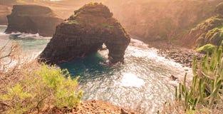 Felsenkunst von der Küste von Teneriffa stockfotos