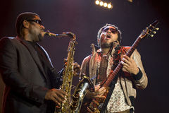 Felsensänger Lenny Kravitz am Konzert lizenzfreie stockbilder