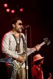 Felsensänger Lenny Kravitz am Konzert stockfotografie