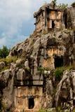 Felsenschnittgräber von Myra und von Himmel Stockfotografie