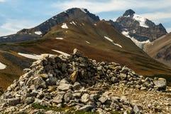 Felsenstapel auf Berggipfel Stockbild