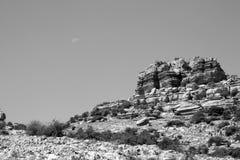 Felsformation in EL torcal mit dem Mond im s Lizenzfreies Stockfoto