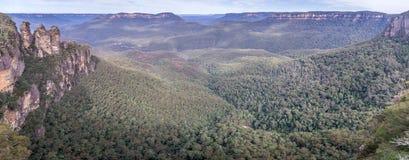 Felsformation mit drei Schwestern in den blauen Bergen Nationalpark, Australien lizenzfreie stockfotografie