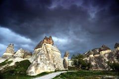 Felsformationen nahe Goreme, Cappadocia, die Türkei. stockfoto