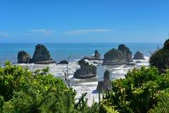 Felsformationen und szenische Landschaft bei Motukiekie setzen in Neuseeland auf den Strand Stockfotos