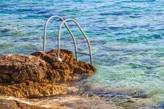 Felsige adriatische Küstenlinie Lizenzfreie Stockfotos